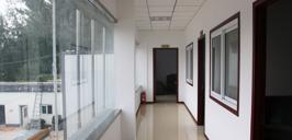 高乐迪厂房走廊